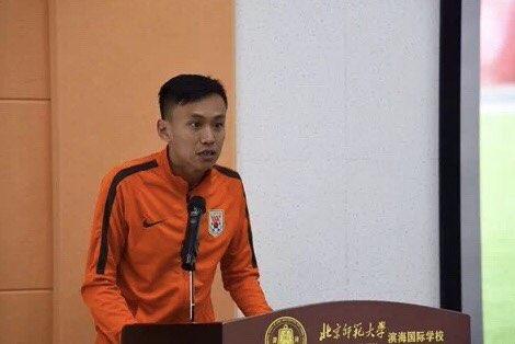 潍坊市滨海校园足球训练营举行 鲁能球星助阵