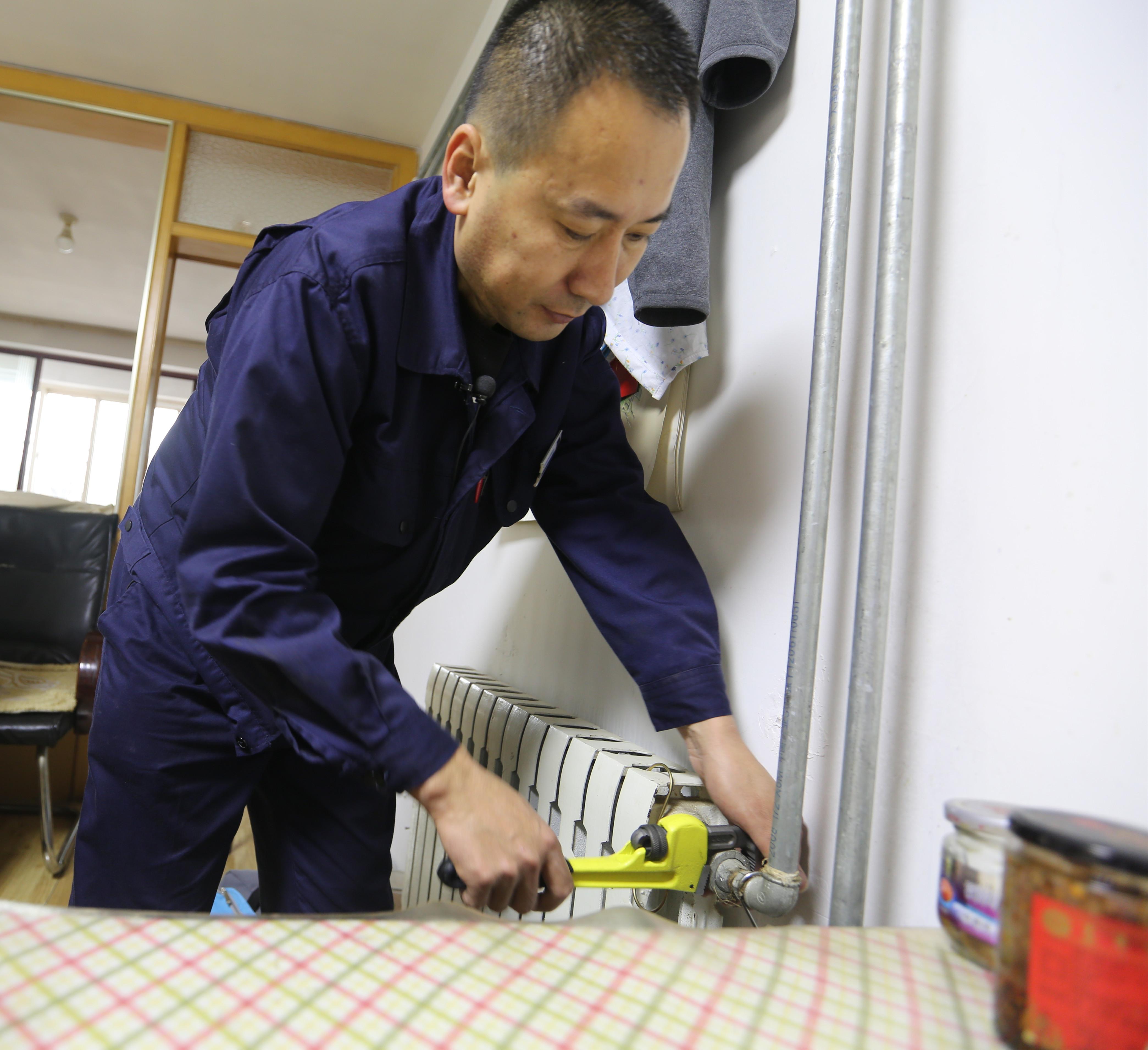 青岛今冬供热第一天 居民家中暖意融融