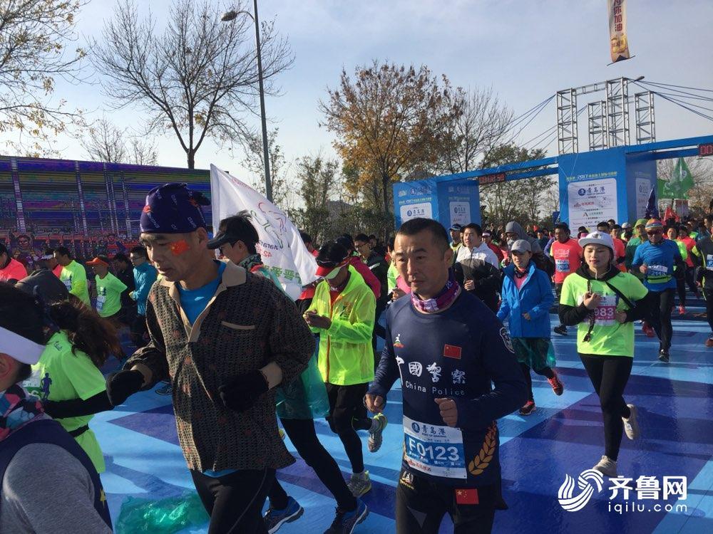 精彩!青岛海上马拉松激情开跑