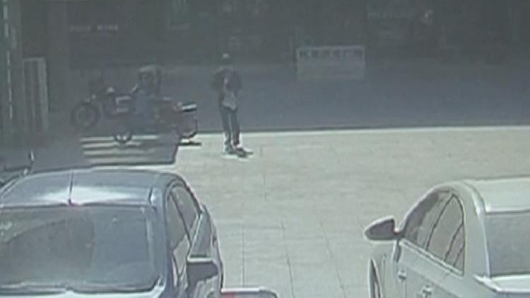 25秒丨频频盗窃外卖,这个动了你午饭的偷吃贼被抓了