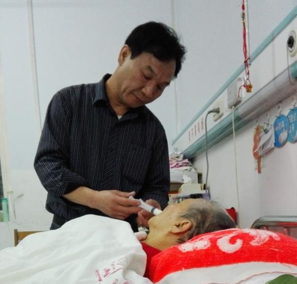 枣庄男子赡养干妈三十年:来世我还做你的儿子