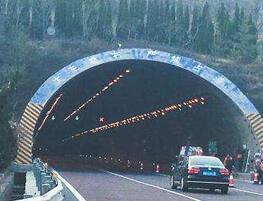 济青南线隧道抓拍测速已开启 这辆车被罚2000元记12分