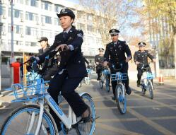 张店率先推行低碳公务 民警公务出行巡逻免费用共享单车