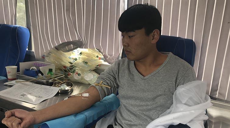 献血ing!济南职业学院教职工211人献血63300毫升