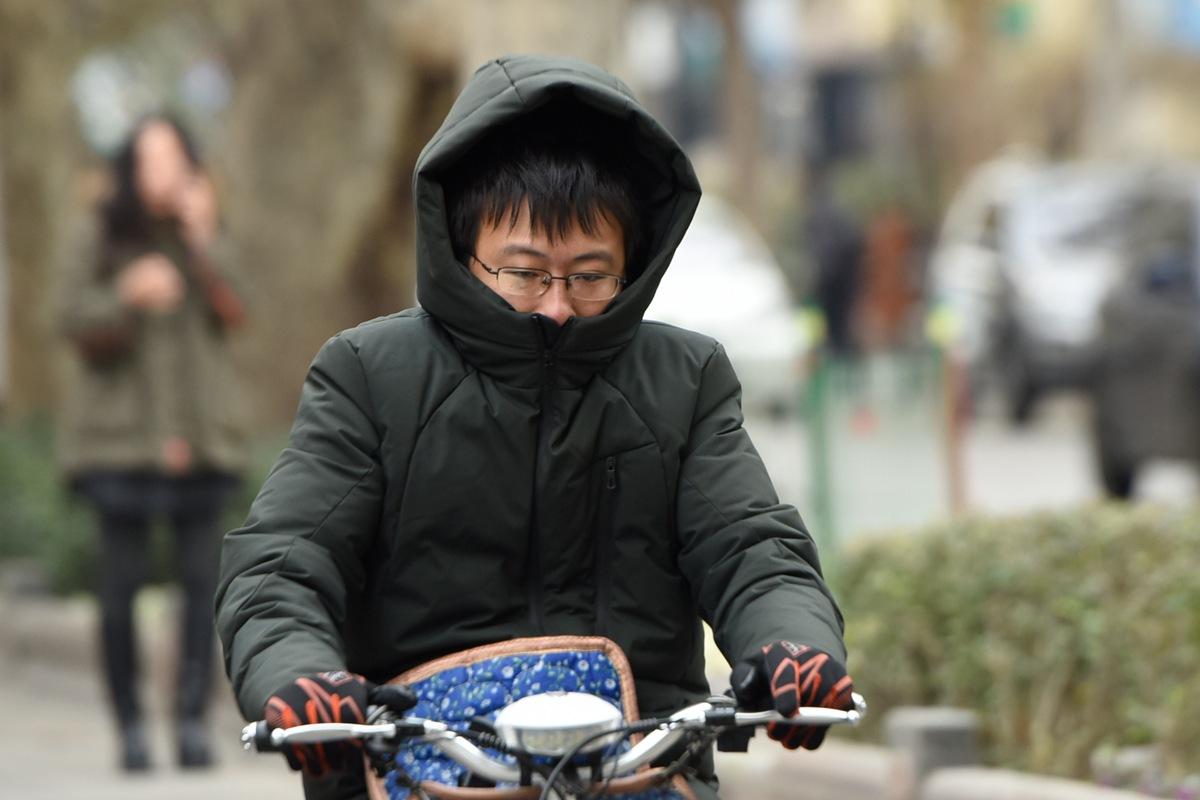 """一组关于""""冷""""的肖像:济南降温市民不再讲""""颜值"""""""