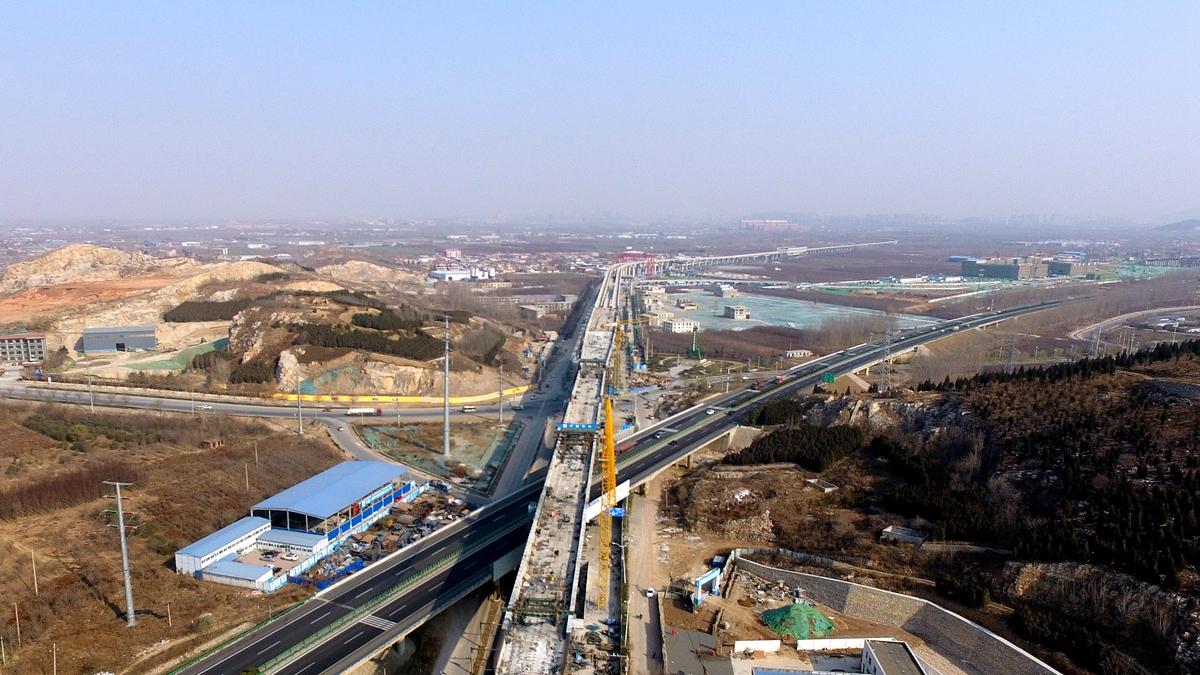 仅差最后两米 济南轨道交通R1线高架梁体即将全线建成