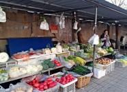 """气温持续走低潍坊菜市场难觅""""1元菜"""" 12月还得继续涨"""