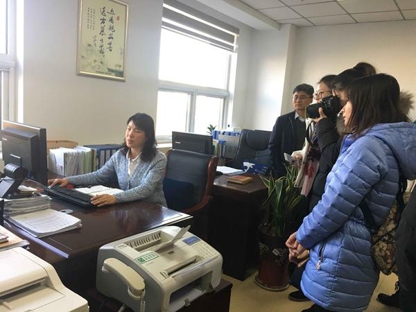 山东省食药监组织开展药品安全监测媒体开放日活动