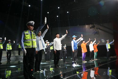"""日照市举行2017年""""全国交通安全日""""主题宣传活动"""