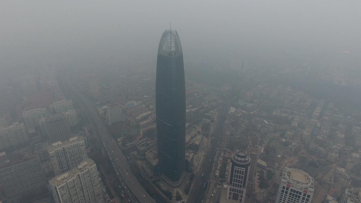 """雾霾来袭!济南众地标集体披上""""薄纱"""""""