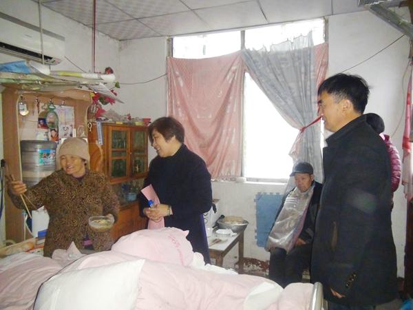 寒冬送温暖!台儿庄区组织帮扶组走访慰问贫困户