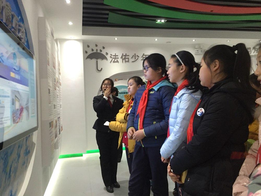 """山东省法院""""国家宪法日""""组织开展公众开放日活动"""