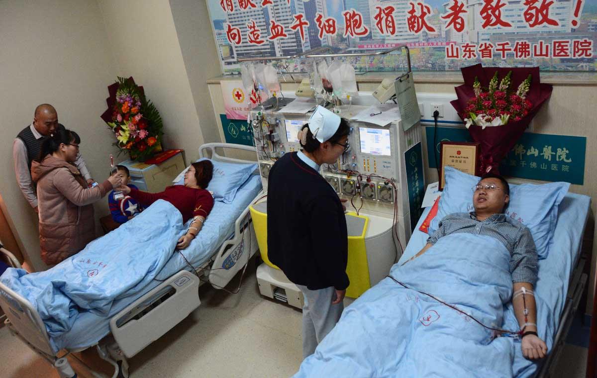 两位造血干细胞捐献者的故事:挽救别人生命,我们义无反顾
