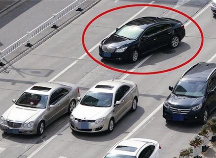 青岛评出10大交通陋习 加塞抢行连续三年榜单第一