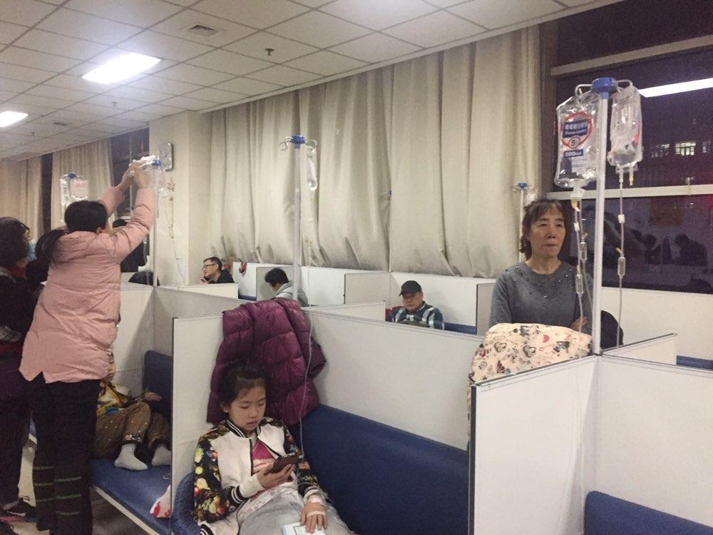 """济南医院儿科门诊""""门庭若市"""" 医生每天接诊130名患儿"""