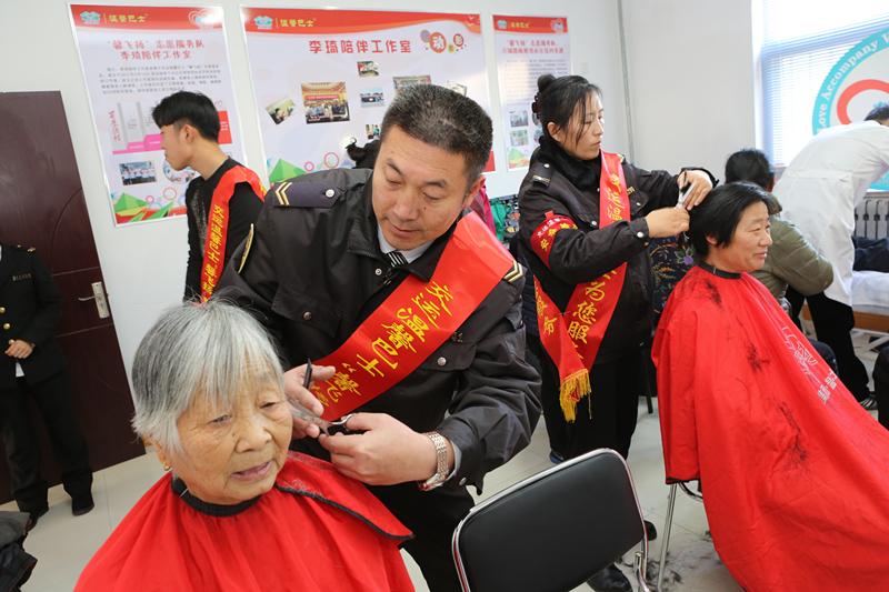 志愿精神社区闪光!首个青岛公交驾驶员社区服务点成立