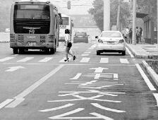 重磅!18日起济南私家车可走公交车道,平峰通行右转借道