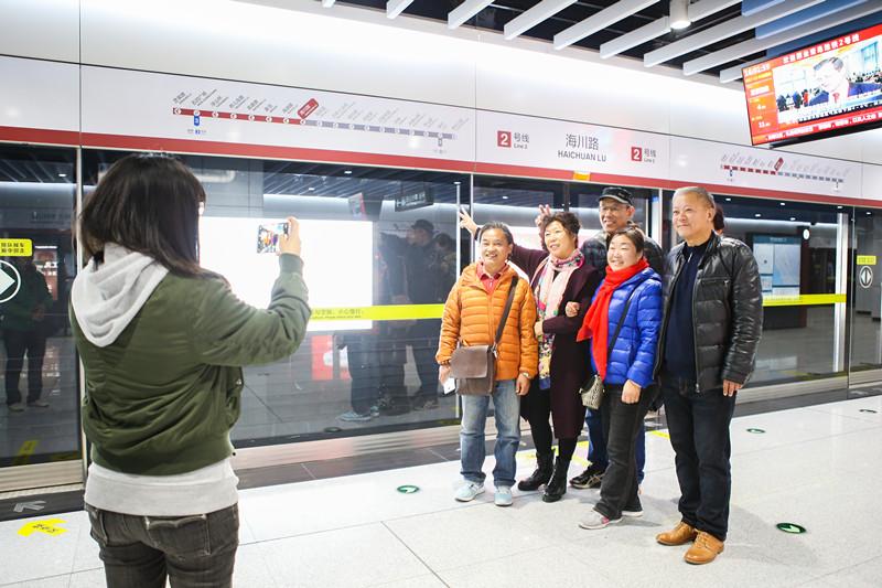 青岛地铁2号线试乘结束即将试运营,发现这些不文明现象