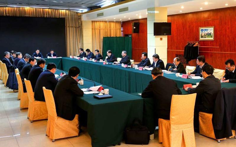 刘家义在青岛主持召开专题座谈会  就加快推进海洋强省建设听取意见建议