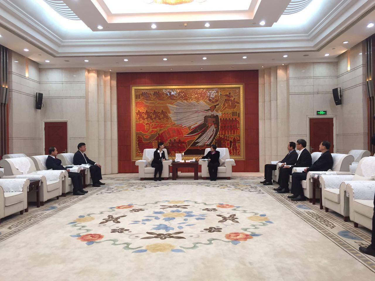 副省长任爱荣接见CCTV2017年度十大法治人物陈艳利