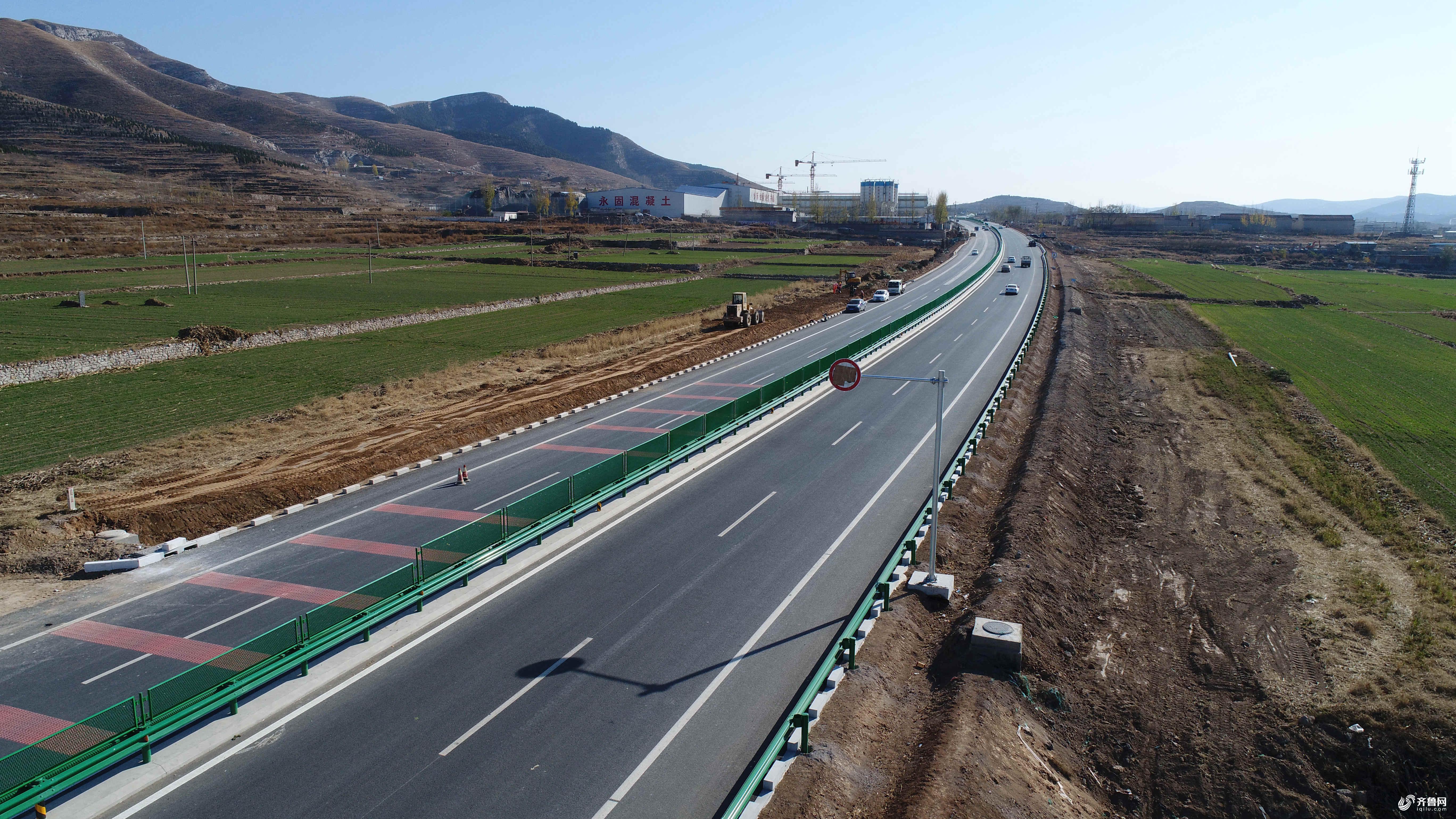 莱芜游玩,除已通车的济莱高速外,又有了崭新的行车风景路.