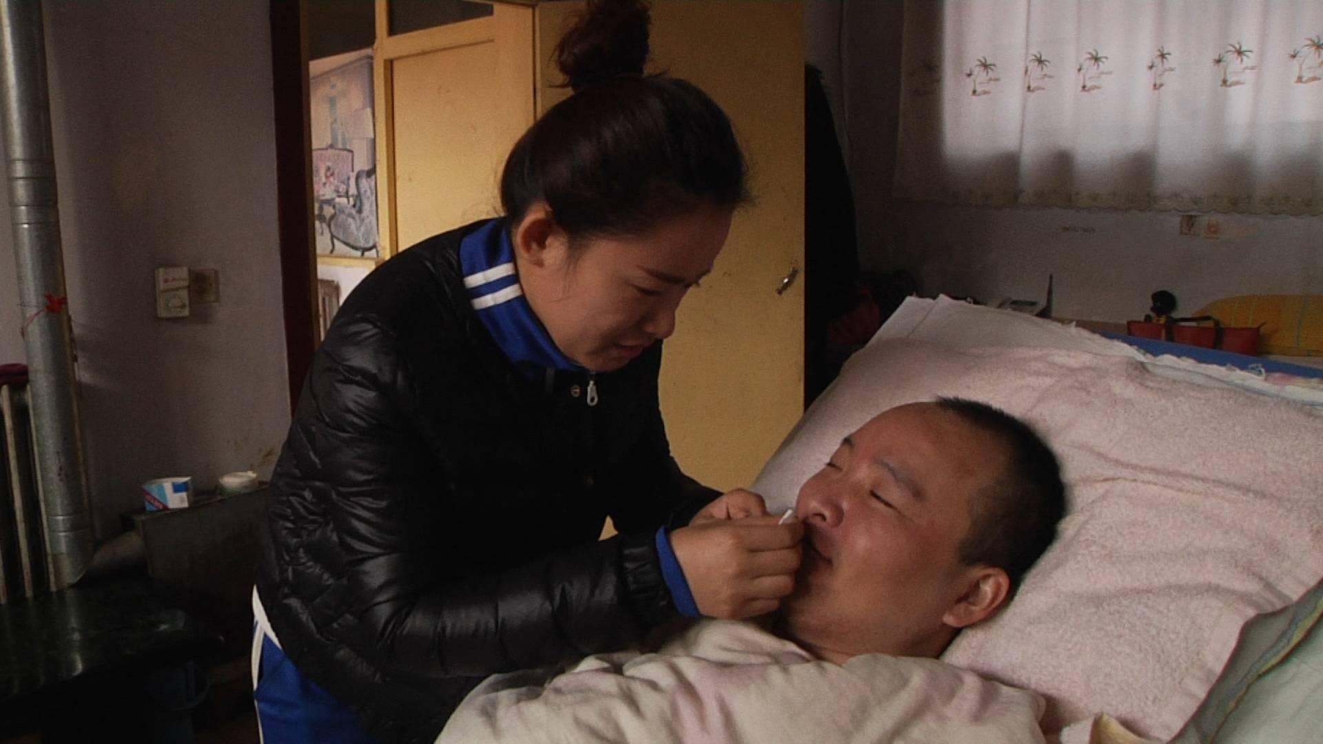 哥哥车祸她担起一个家,80后女孩诠释珍贵兄妹亲情