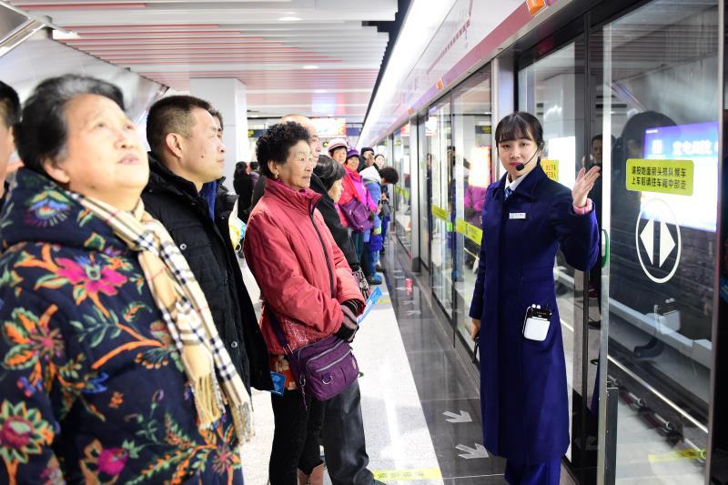 """青岛地铁2号线东段开通  地铁换乘出行""""四通八达"""""""
