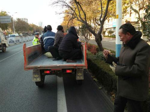 零容忍! 日照严查货车、拖拉机违法载人等违法行为