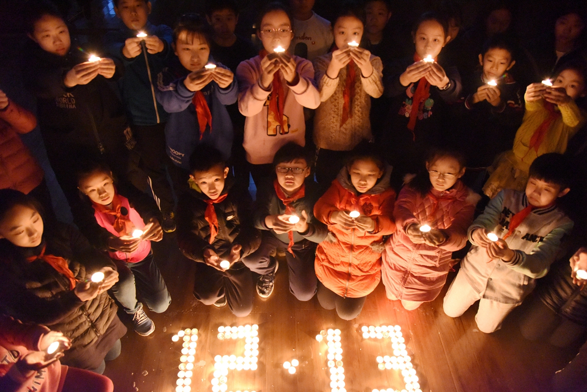 国家公祭日 济南小学生烛光祭悼念遇难同胞