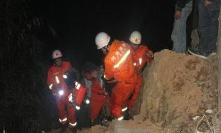 曲阜男子凌晨不幸落水 消防官兵紧急救援上演冰河救人
