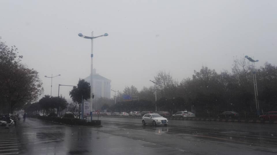 海丽气象吧|山东13市都下雪了,菏泽下得最大,临沂趁机人工增雪