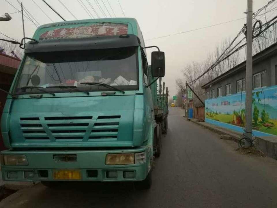 男子开报废货车上高速 遇执勤民警慌张踩油门冲关卡