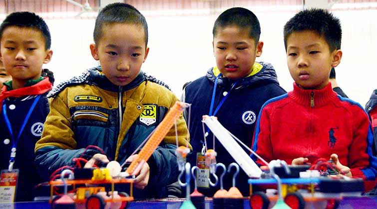 666,济南这些小学生举行机器人大赛 !编程溜得飞起
