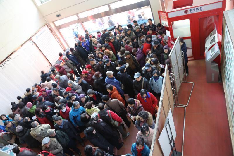 山东老年大学18日起开始办理插班 500名老年人抢报