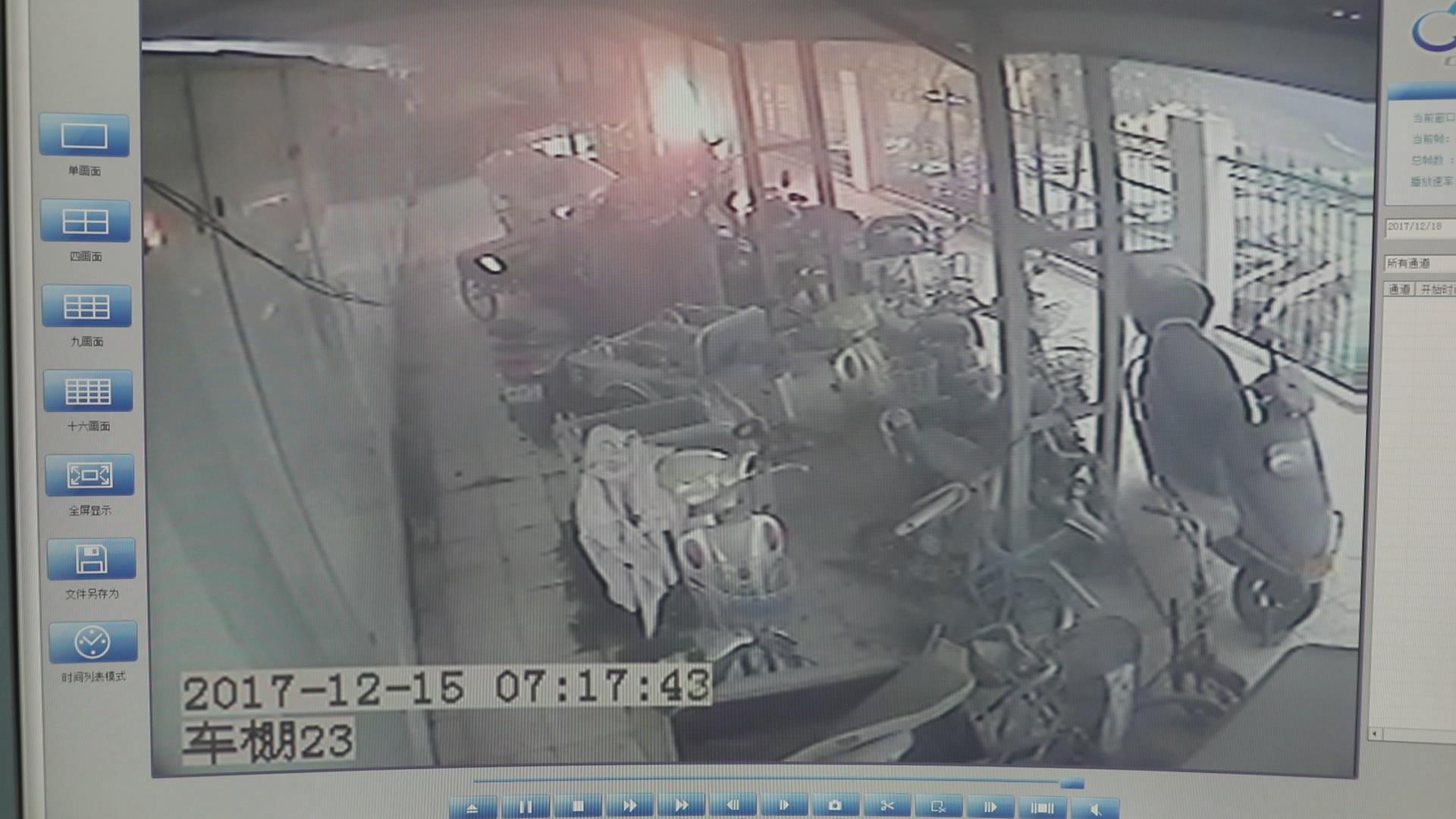 菏泽一小区电动车夜间充电起火 火烧连营波及4辆车