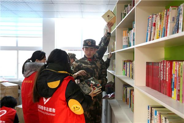 """东营边检站志愿服务队""""党建零距离""""志愿服务进社区"""