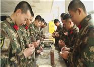 """情暖冬至,烟台机场边检站新兵和家人""""直播""""包饺子"""