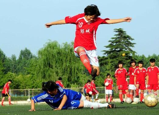 临沂郯城一中女足代表中国将出征世界中学生足球赛(组图)