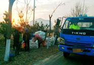 车斗中坐进20人 沾化一货车超载被警方查获