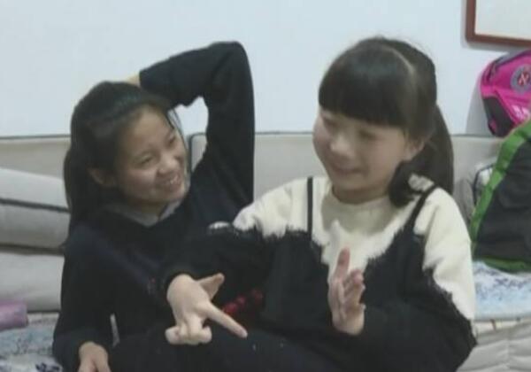 潍坊8岁女孩捐髓救母追踪|玹玹进京与父母团聚