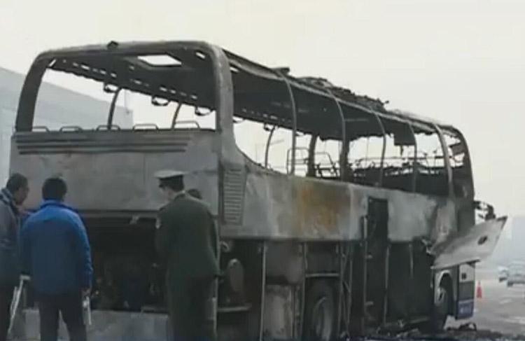 拍客|烟台至青岛大巴车突着火,43名乘客迅速逃生