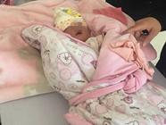 济南一小区现被弃女婴:出生仅13天 一度高烧40.6℃