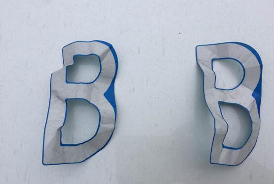 奇葩!济南男子10元网上买纸车贴被查,字母B盖住D