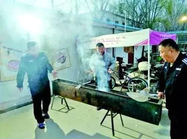 菏泽城管对市区多个路段和烧烤园进行排查治理