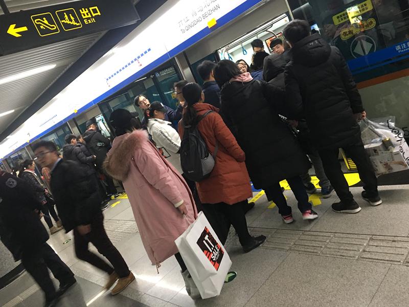"""元旦小长假青岛地铁""""双线效应""""吸客能力初显"""