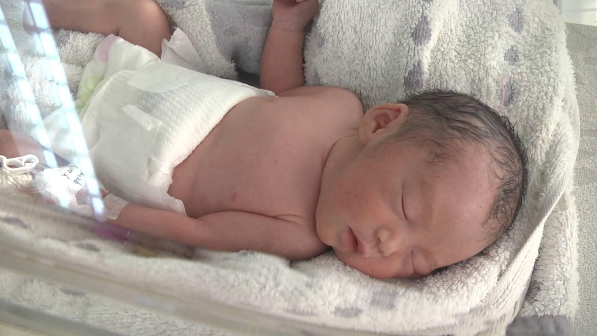 29秒|罕见!潍坊23岁妈妈诞下四胞胎 最小孩子体重仅2.7斤