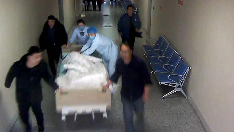 25秒|济宁90后男护士百米距离60秒心肺复苏救老人