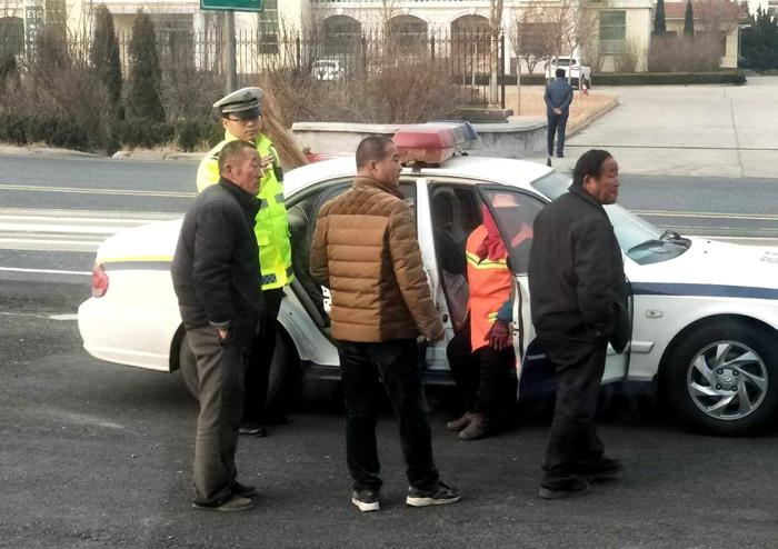 精神失常女子走失后步行上了高速 聊城高速交警及时救助