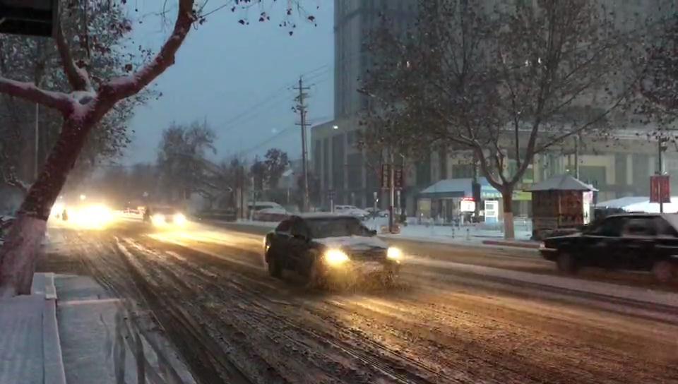 33秒丨你要的新年初雪来啦!纷纷簌簌妆点枣庄街巷