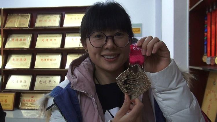 菏泽残疾女孩举重16年夺世界冠军 曾训练仨月拿省运会冠军